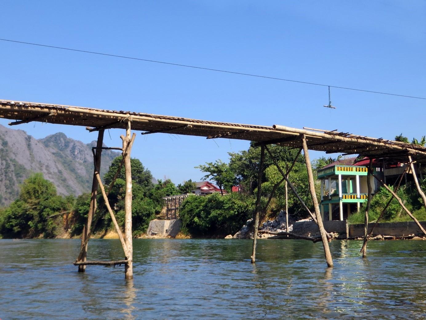 Pont en bois Laos