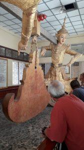 Statues de bois pagode Mahamuni