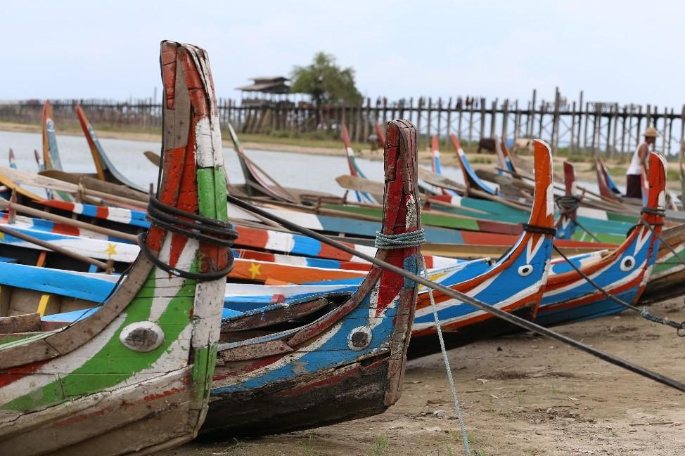barques et pont U' Bein